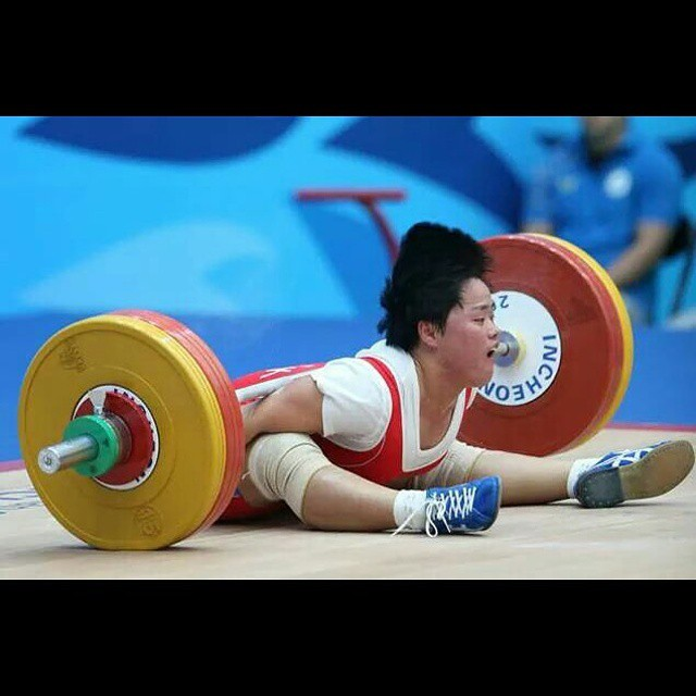 Pok Hyang Jo (63kg -PRK) getting pancaked under, i believe her first attempt, of 107kg.  Some how she came out ok and made 107/112 placing her 3rd overall!  THAT is a mentally tough lifter!  Imagine the coaches convo after that ? This also happened to another PRK lifter in 2013- Un Bom Kwak. Coaches teach your athletes how to miss!