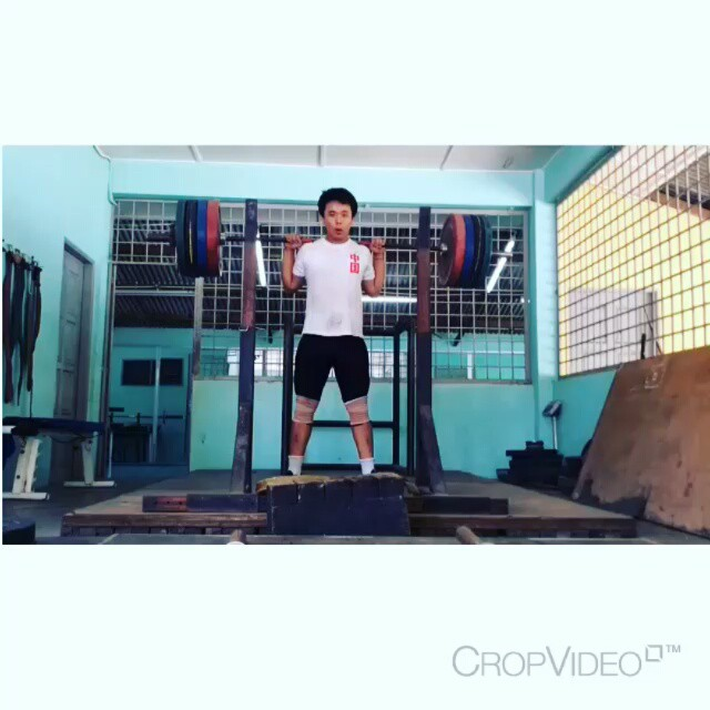 Repost By @kirksman_lifthard  I'm  in agreement with slow descent squats. Especially for lifters that have a hard time maintaining consistent  positioning, like myself.  It allows the lifter to be aware of their torso position and strengthen the lifter in the correct joint angles. Once the foundation is set you can start to move away from tempo descents or wave in and out, depending on what works for the lifter.