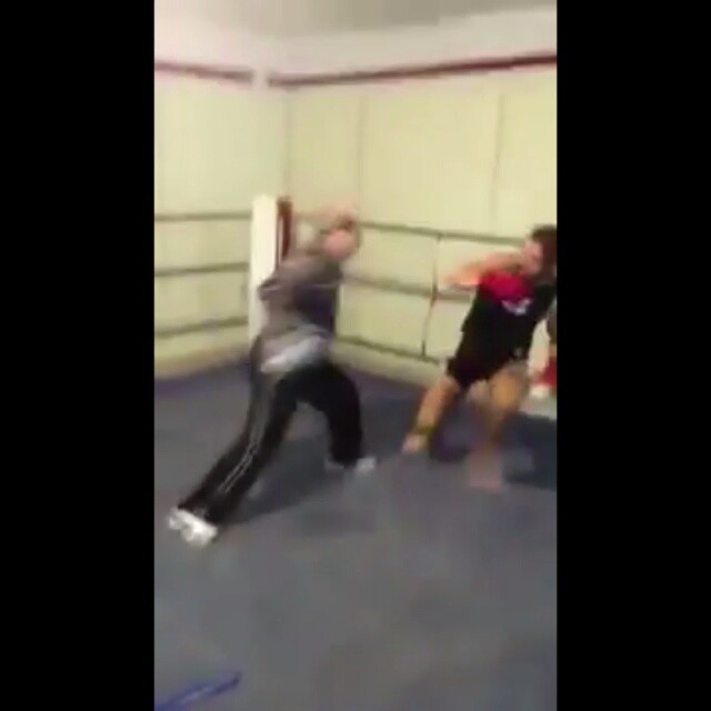 Just a little reminder for the meatballs out there that strength is the NOT the only aspect an athlete needs.  Strength without basic sport skill set (fundamentals) doesn't mean ??? as shown brilliantly by this older boxer ??? Love it????